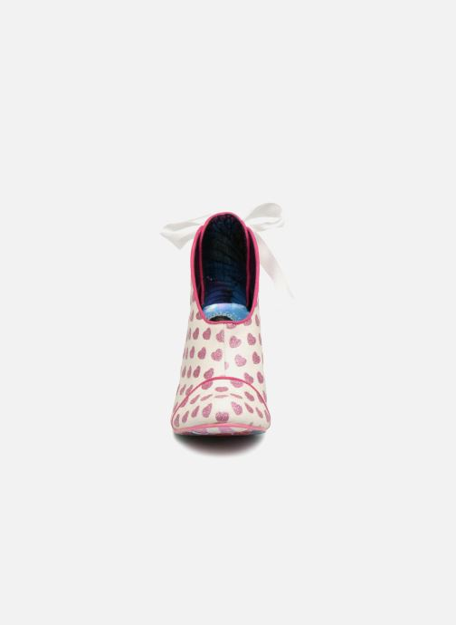 Escarpins Irregular Choice LOVE IS IN THE AIR Blanc vue portées chaussures