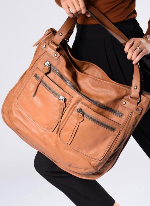Handtaschen Aridza Bross 3351 schwarz ansicht von unten / tasche getragen