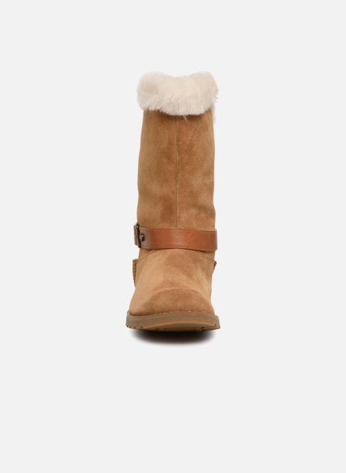 Bottes UGG Nessa K Marron vue portées chaussures