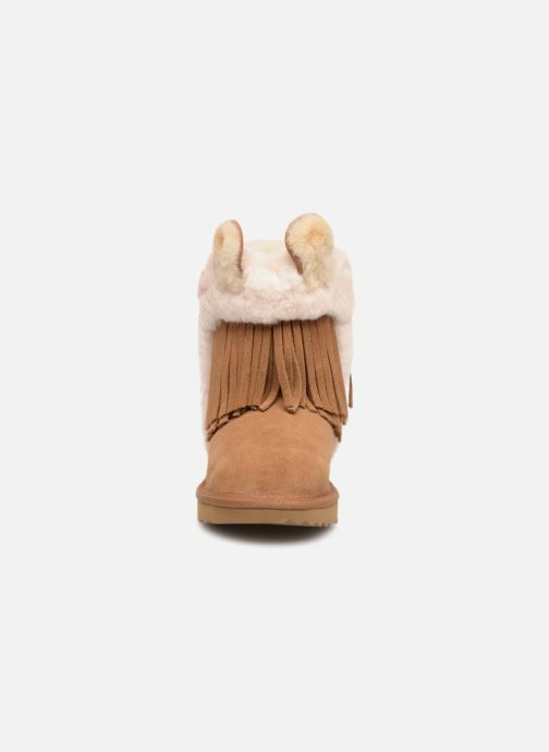 Bottes UGG K Darlala Classic II Marron vue portées chaussures