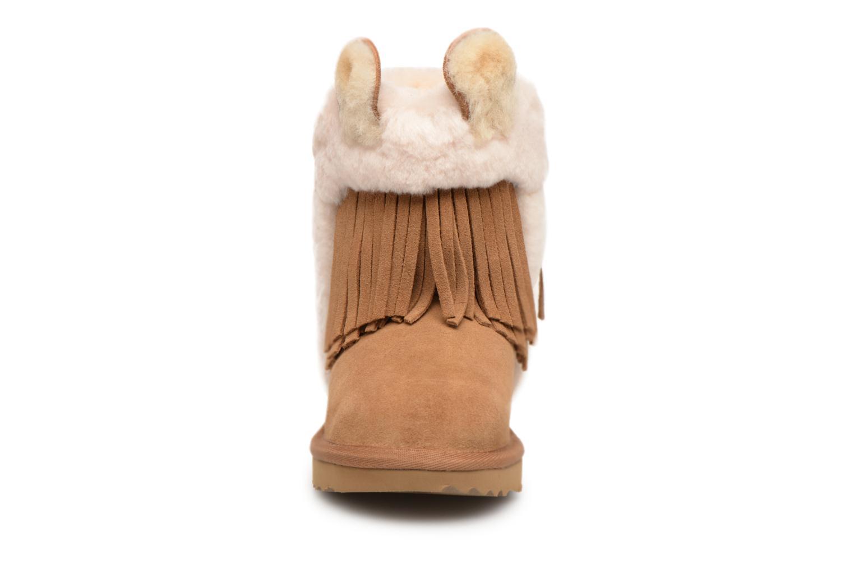 Bottes UGG Darlala Classic II K Marron vue portées chaussures