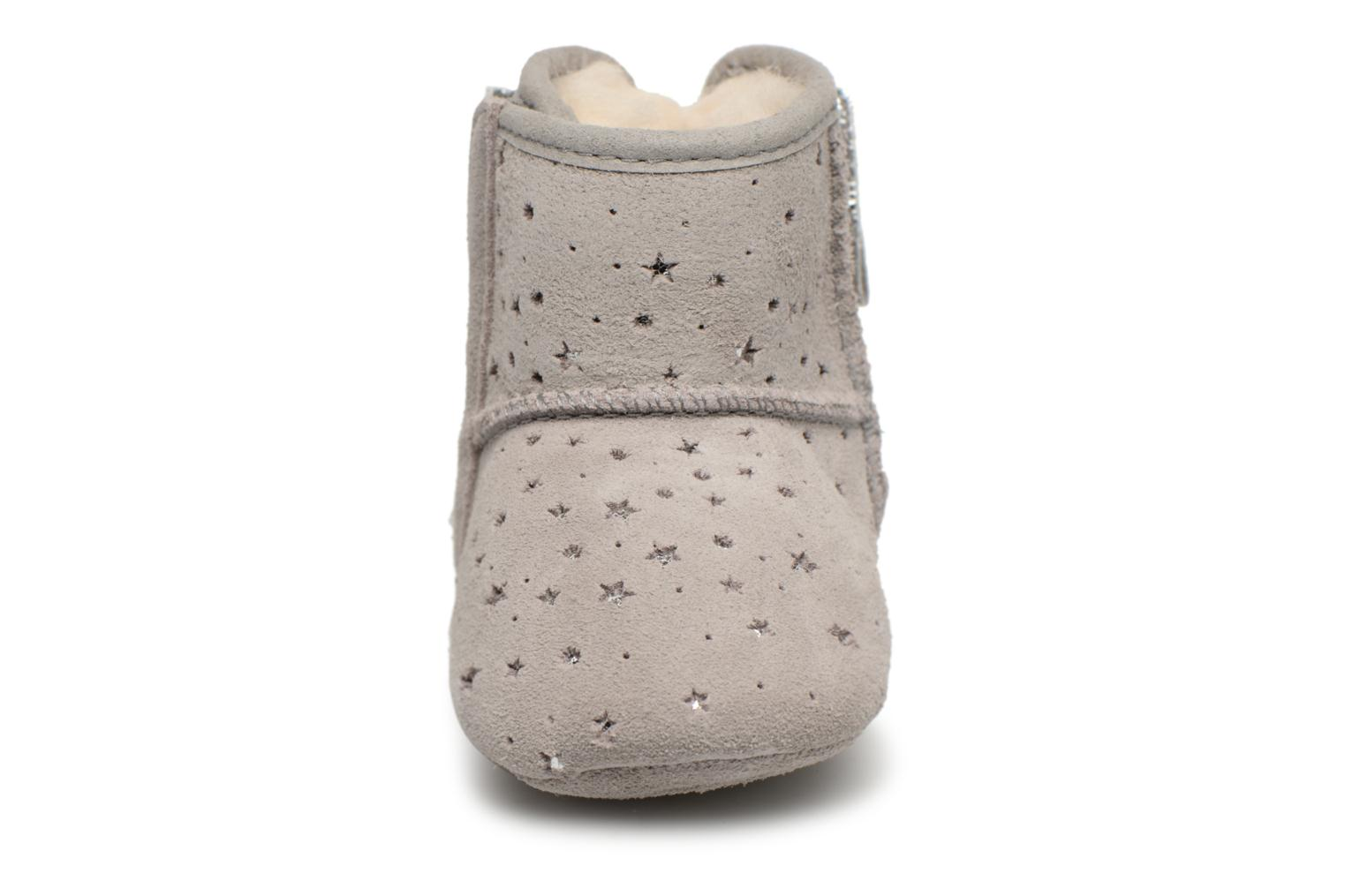 Chaussons UGG Jesse Bow II Stargirl Bootie K Gris vue portées chaussures