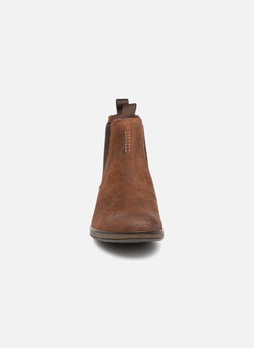 Bottines et boots Clarks Hinman Chelsea Marron vue portées chaussures