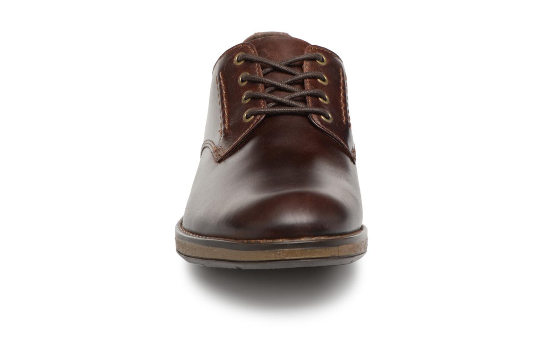 Chaussures à lacets Clarks Hinman Plain Marron vue portées chaussures