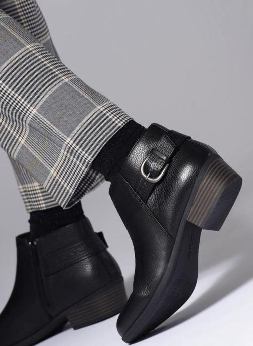 Bottines et boots Clarks Addiy Kara Noir vue bas / vue portée sac
