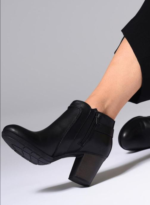 Ankle boots Clarks Enfield Kayla Black view from underneath / model view