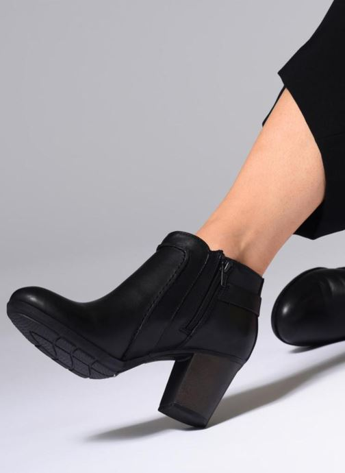 Stiefeletten & Boots Clarks Enfield Kayla schwarz ansicht von unten / tasche getragen