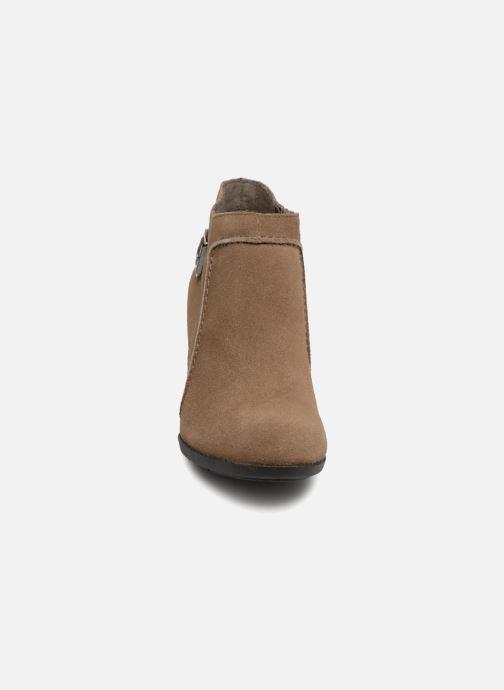 Bottines et boots Clarks Enfield Kayla Beige vue portées chaussures