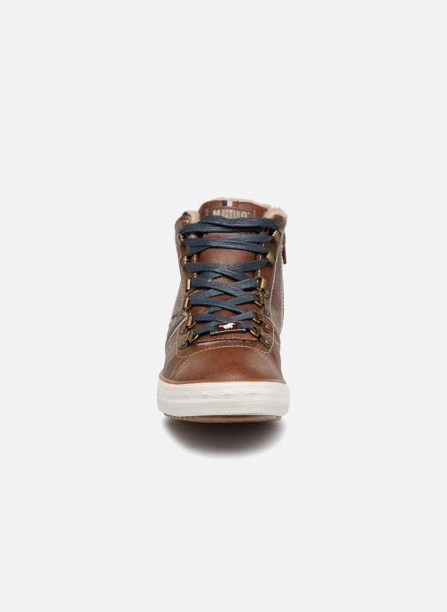 Baskets Mustang shoes Heinrike Marron vue portées chaussures
