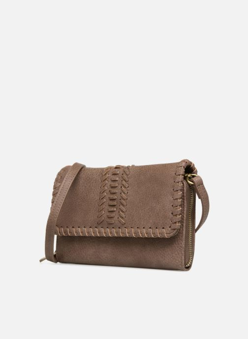 Sacs à main Street Level Saddle stitch crossbody Marron vue portées chaussures