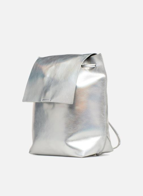 Sacs à dos Street Level Slouch thin strap backpack Argent vue portées chaussures