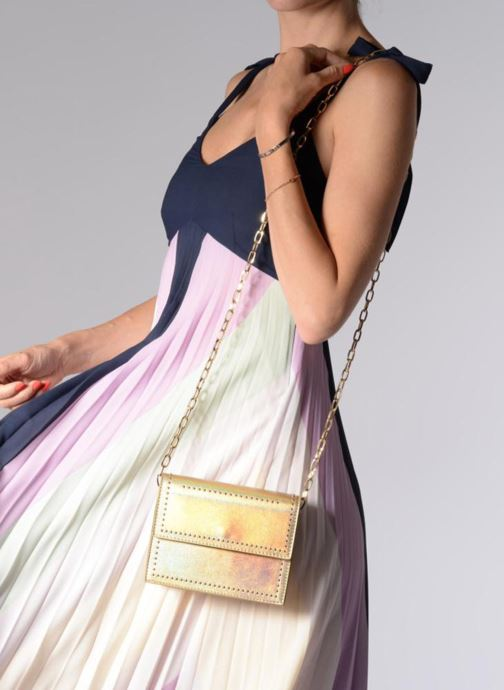 Handbags Street Level Mettalic chainstrap crossbody Bronze and Gold view from underneath / model view