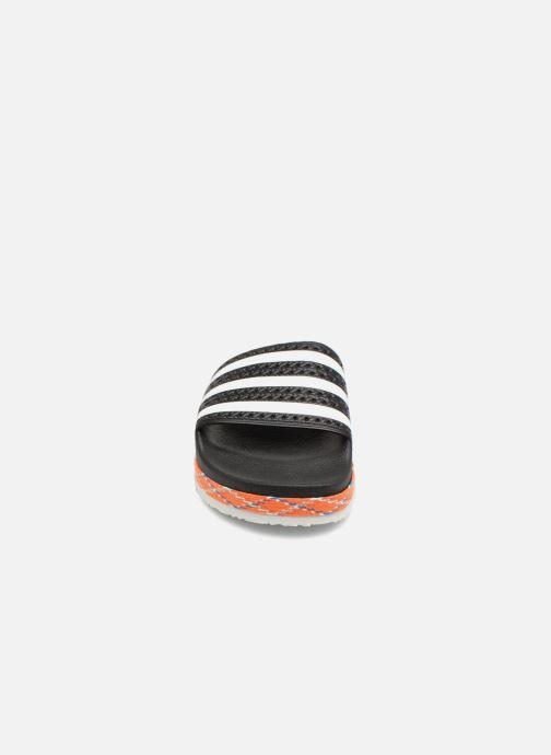 Zuecos adidas originals Adilette New Bold W Negro vista del modelo