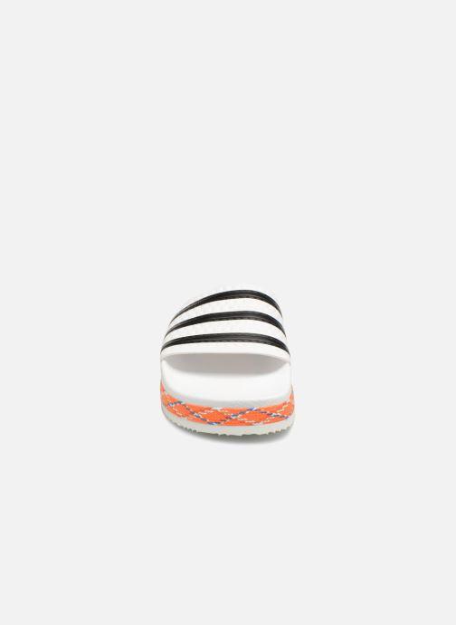 Zoccoli adidas originals Adilette New Bold W Bianco modello indossato