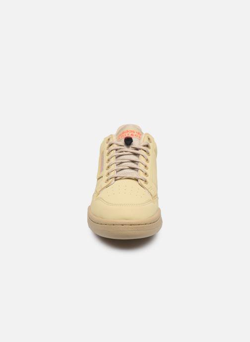 Baskets adidas originals Continental 80 Beige vue portées chaussures