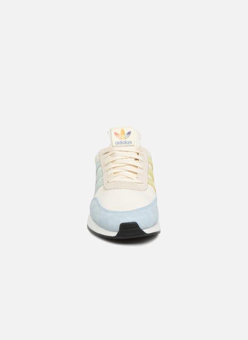 Sneakers adidas originals I-5923 Pride Bianco modello indossato