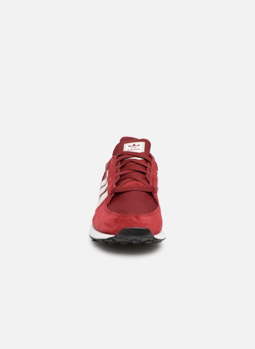 Sneaker adidas originals Forest Grove weinrot schuhe getragen