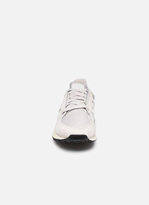 Baskets adidas originals Forest Grove Gris vue portées chaussures