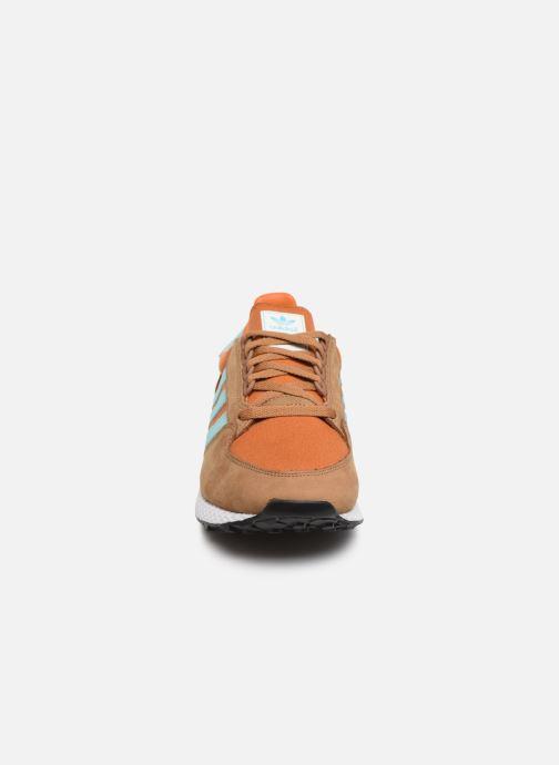 Baskets adidas originals Forest Grove Marron vue portées chaussures
