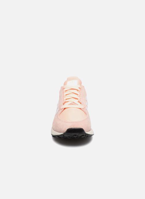 Sneakers adidas originals Forest Grove W Rosa modello indossato