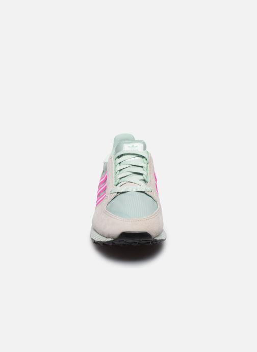 Sneaker adidas originals Forest Grove W grün schuhe getragen