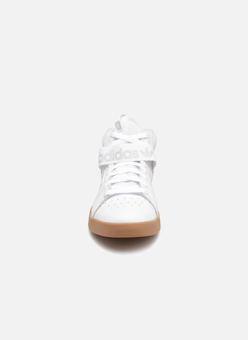Sneakers Adidas Originals Vrx Mid Bianco modello indossato