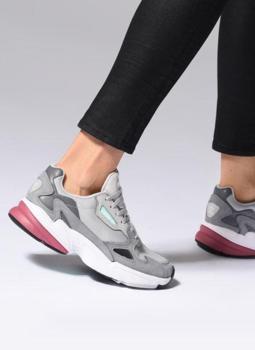 Sneakers Adidas Originals Falcon W Grigio immagine dal basso