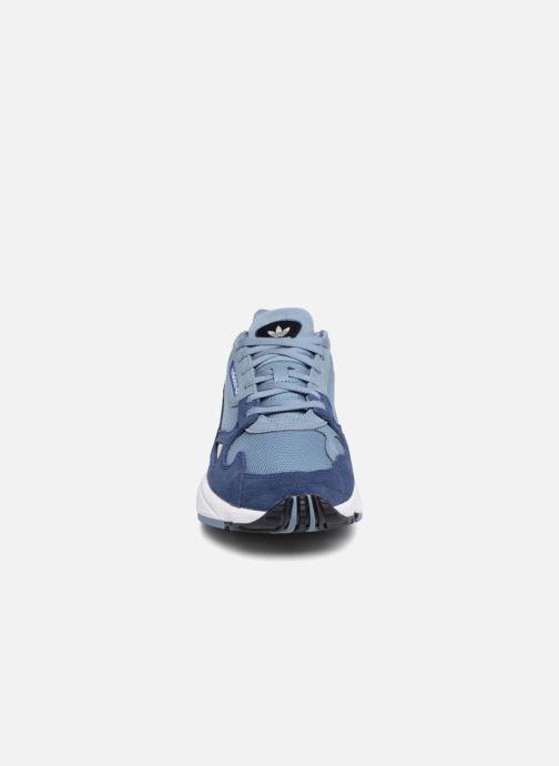 Deportivas adidas originals Falcon W Gris vista del modelo