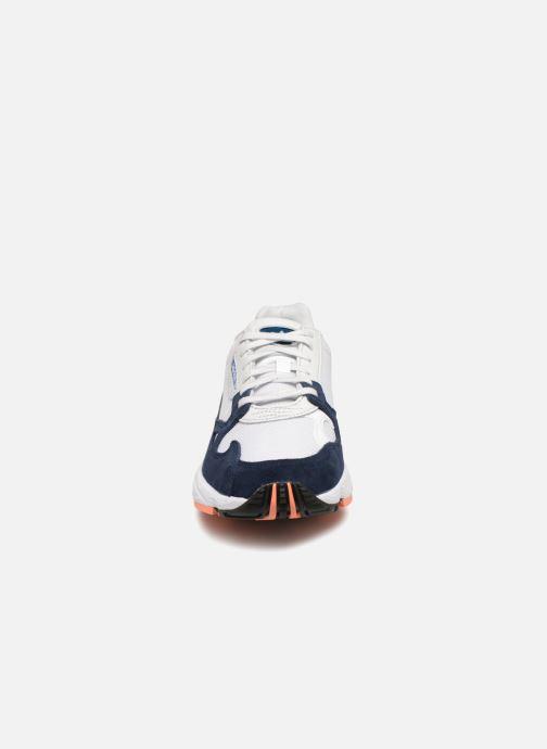 Baskets adidas originals Falcon W Blanc vue portées chaussures
