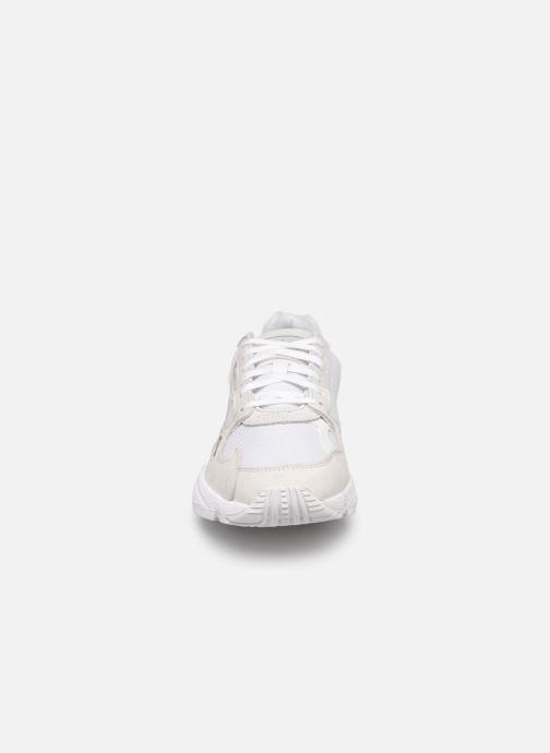Sneaker adidas originals Falcon W weiß schuhe getragen