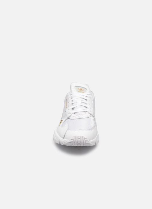 Deportivas Adidas Originals Falcon W Blanco vista del modelo
