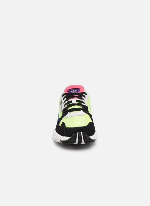 Baskets adidas originals Falcon W Multicolore vue portées chaussures