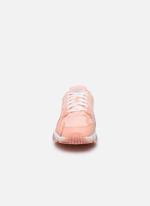 Sneaker adidas originals Falcon W rosa schuhe getragen