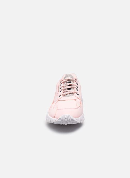 Baskets adidas originals Falcon W Rose vue portées chaussures