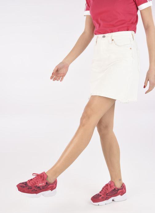 Baskets adidas originals Falcon W Rouge vue bas / vue portée sac