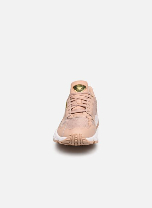 Sneaker adidas originals Falcon W beige schuhe getragen