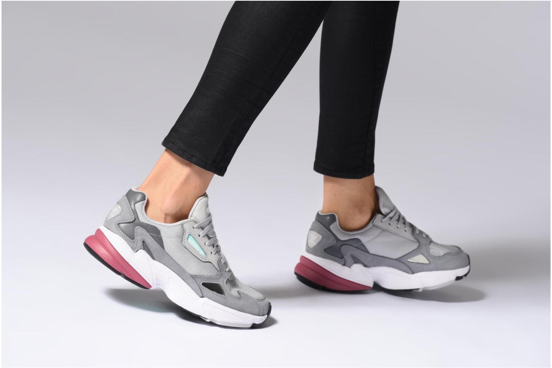 Baskets Adidas Originals Falcon W Rose vue bas / vue portée sac