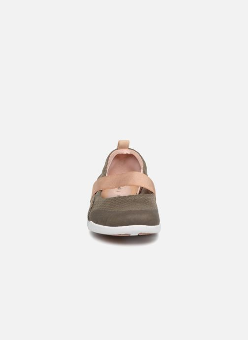 Ballerina Clarks Tri Allie Grön bild av skorna på