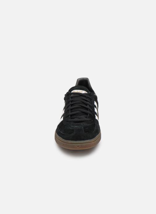 Sneakers adidas originals Handball Spezial Nero modello indossato