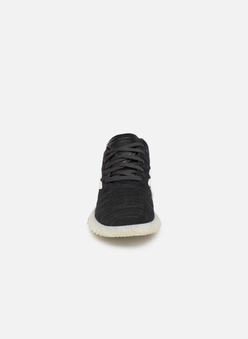 Sneakers adidas originals Sobakov Nero modello indossato