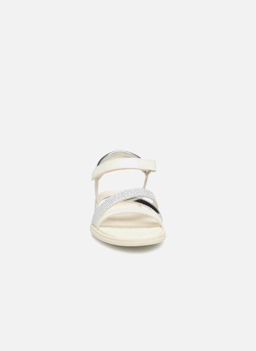 Sandales et nu-pieds Geox J S.KARLY G Blanc vue portées chaussures