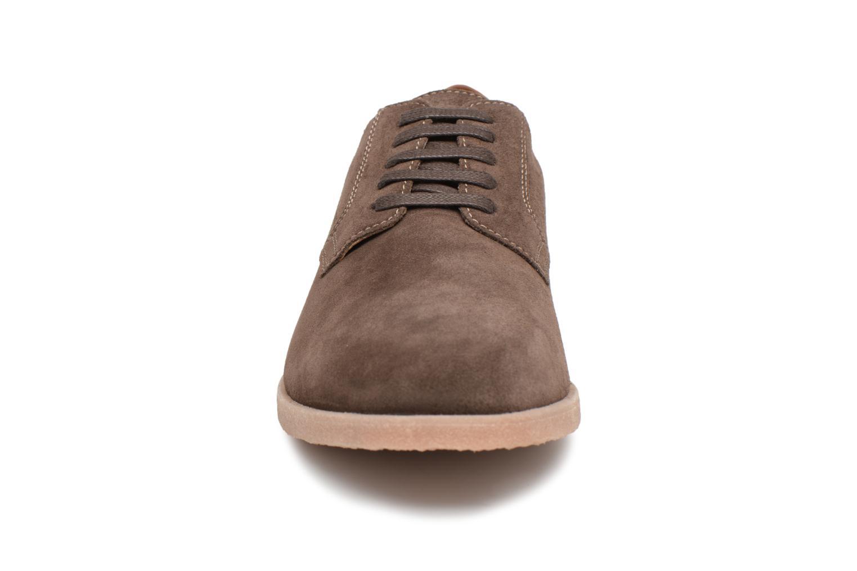 Chaussures à lacets Geox U DWAIN B Marron vue portées chaussures