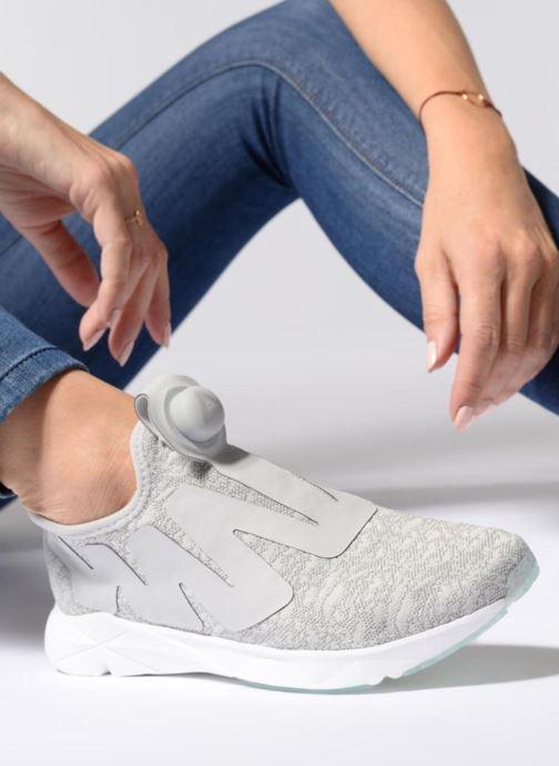 Chaussures de sport Reebok Pump Supreme Gris vue bas / vue portée sac