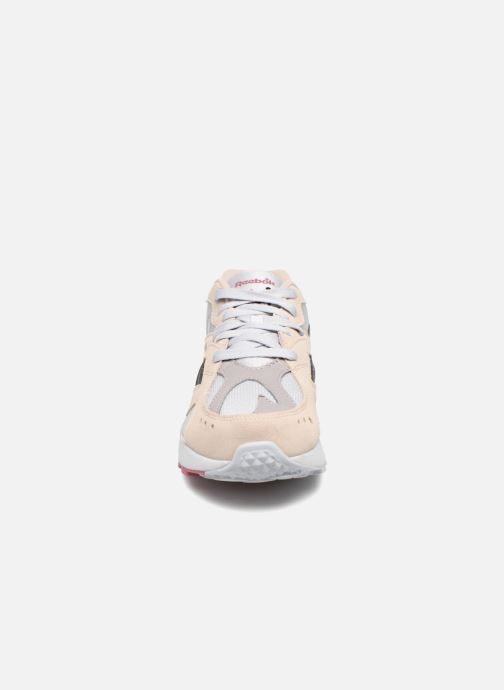 Trainers Reebok Aztrek Beige model view