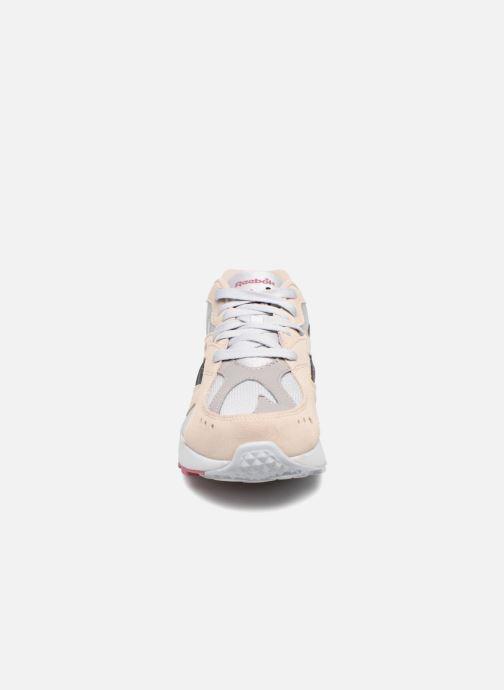 Baskets Reebok Aztrek Beige vue portées chaussures