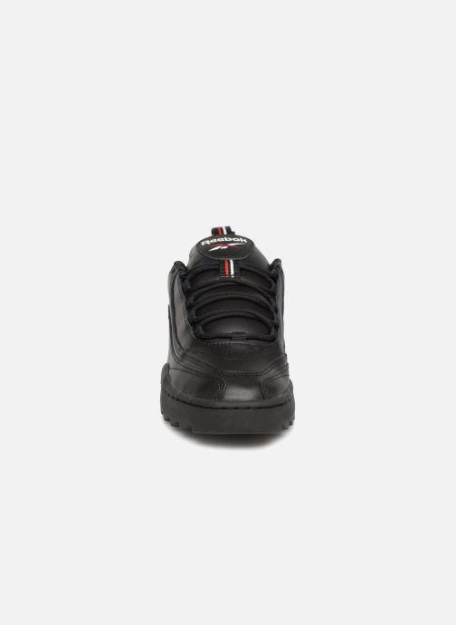 Sneakers Reebok Rivyx Ripple Nero modello indossato