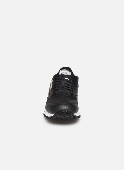 Sneakers Reebok Classic Leather MU Nero modello indossato