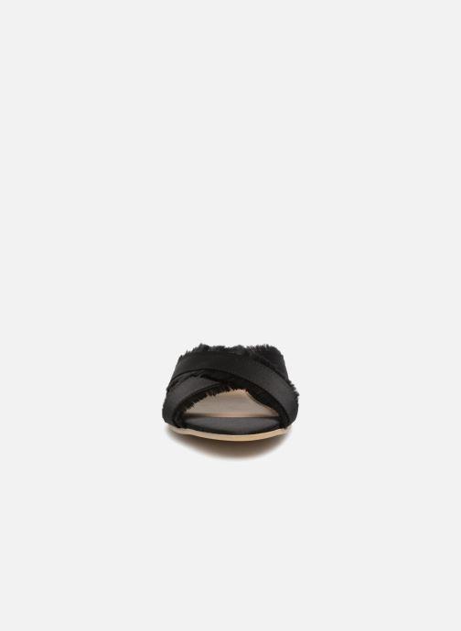 Zuecos Pieces Muse sandal Negro vista del modelo