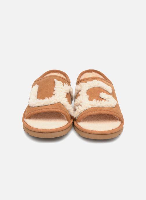 Chaussons UGG Slide Marron vue portées chaussures