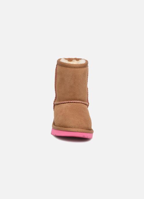 Bottes UGG Classic II E Marron vue portées chaussures
